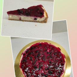 Cheesecake s lesním ovocem - 400 Kč